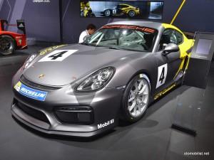 2016-Porsche-GT4-Clubsport-capraz