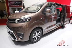 Toyota-Proace-Verso-front-side