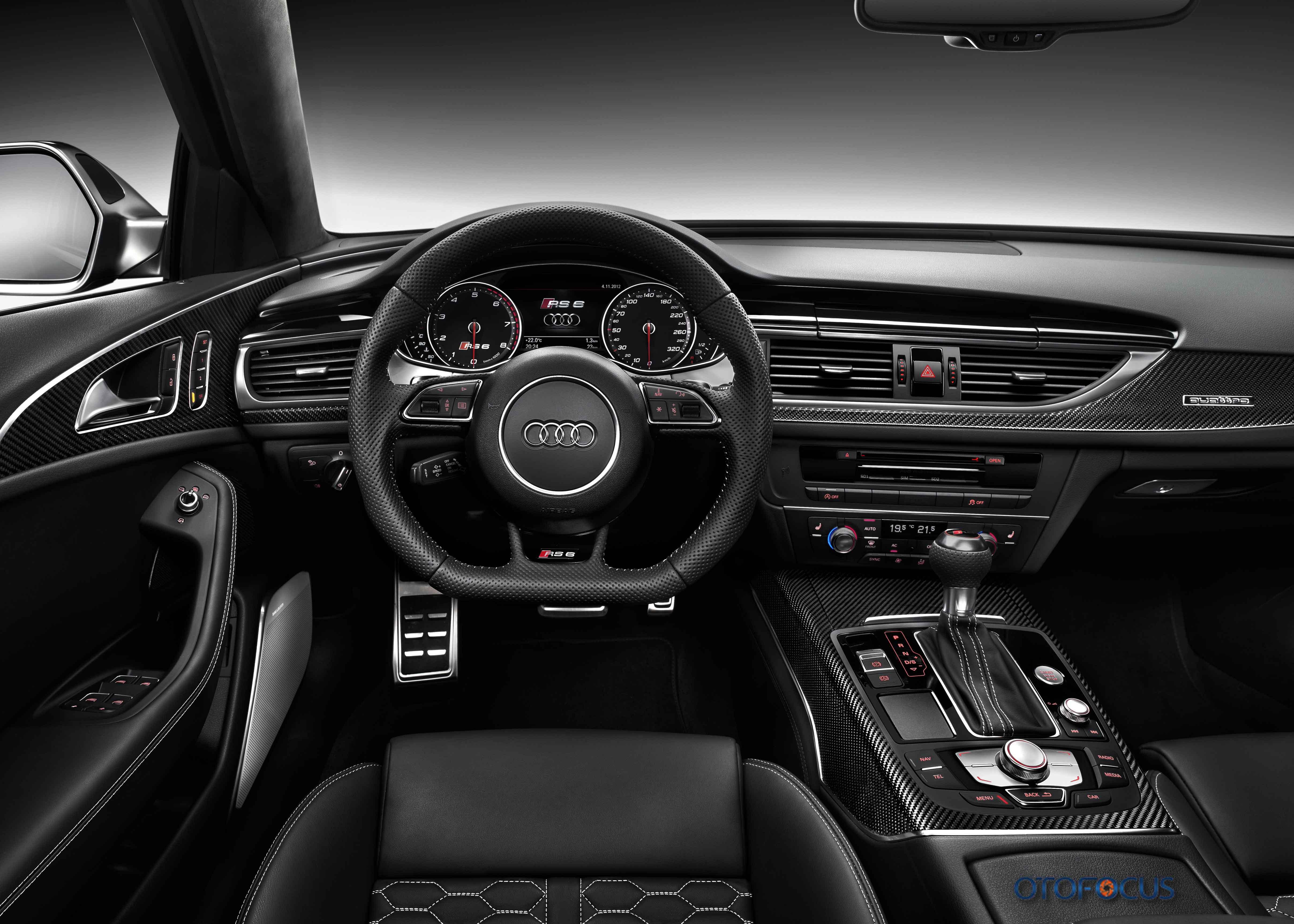 Audi-RS6-2013-interior