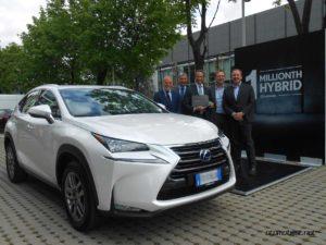 Lexus-NX-1-milyonuncu-hibrit-2016