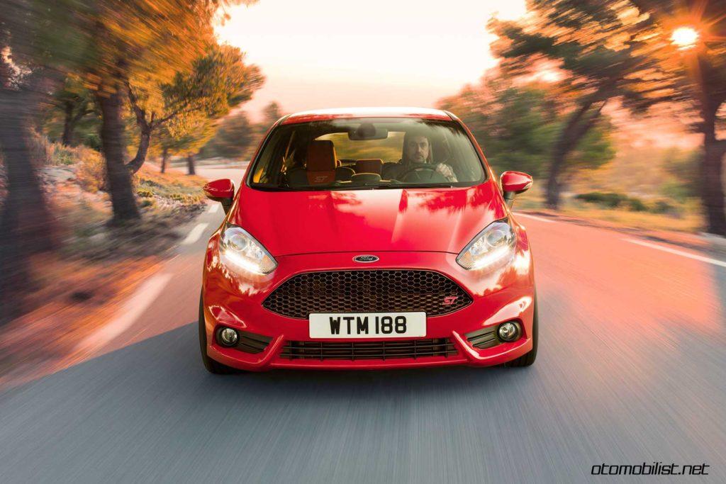 2017-Ford-Fiesta-ST-dinamik