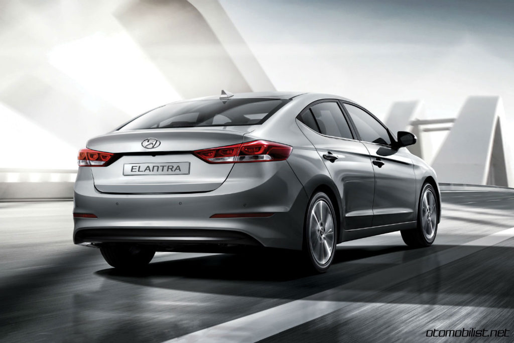 2017-hyundai-elantra-elite-plus-rear-dynamic