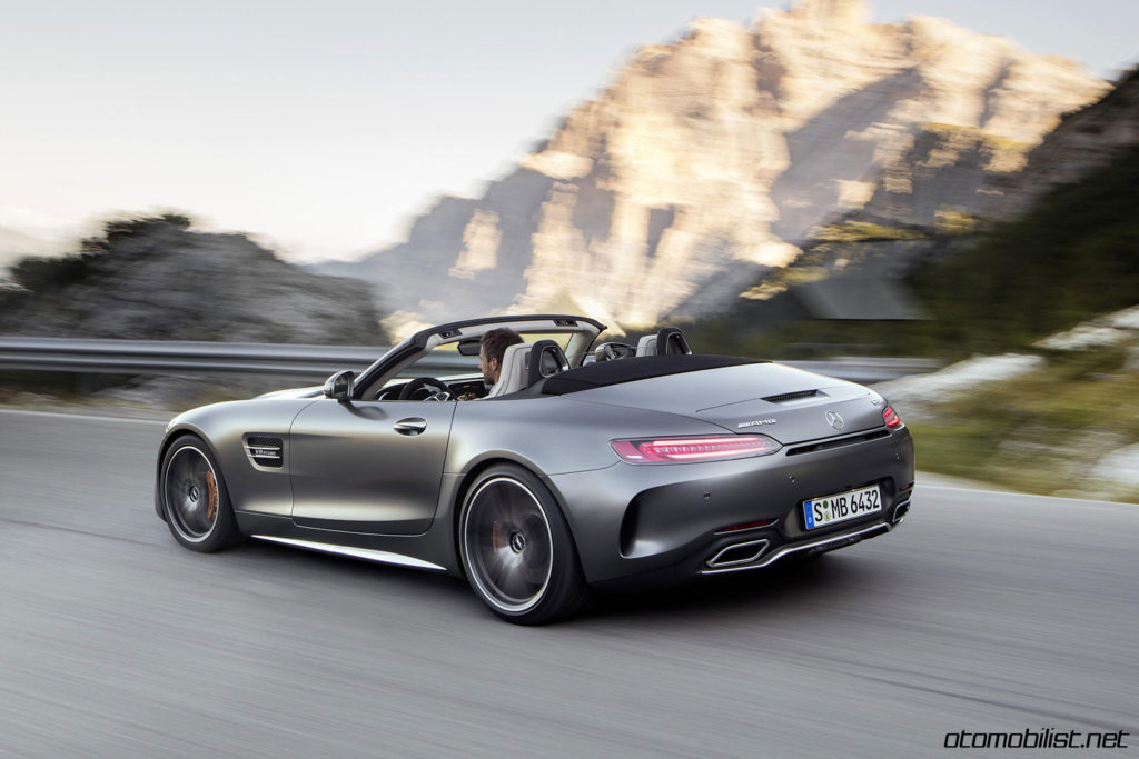 2017-mercedes-amg-gt-c-roadster-drive-rear